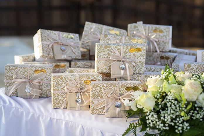 Oryginalne pomysły na wino na prezent ślubny