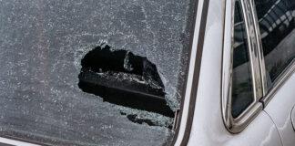 Uszkodzona szyba w samochodzie